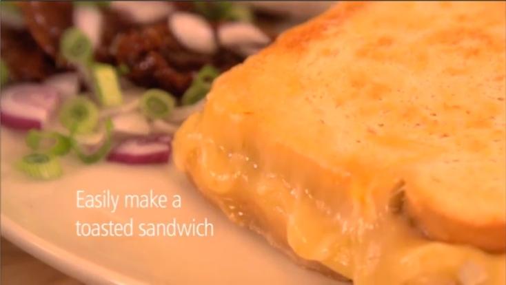 小型でスマートなデザインなものが多いポップアップトースターの欠点を補う、小さなトースト用バッグ「Toastabag」が便利。朝食に最適な時短料理ができて、バターやチーズ、フレンチトースト、簡単な調理まで、ポップアップトースターが無敵に変身3