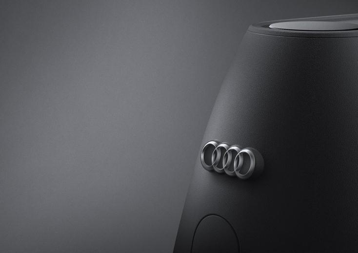 韓国のインダストリアルデザイナー、Jaehyuk LimさんがAudiをイメージしてデザインした、コンセプトデザインのアイロンを紹介。艶消しのブラック、そしてエンブレムが、特別感を感じさせる。製品化はされていないが、ぜひ一度使ってみたいものだ。