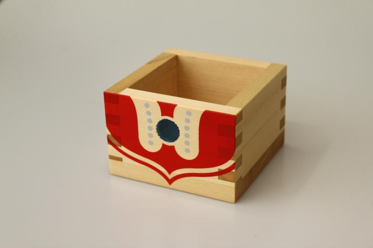 ニッポンの魅力を広く紹介するWEB発のプロジェクト・ウルトラJでは、ウルトラマンと岐阜県大垣市の工芸品「木枡」がコラボレーションした「ウルトラマス」を販売。その他スカジャンもあり、お土産やプレゼントに最適。ウルトラマン気分を懐かしみながら、お酒を楽しもう。4