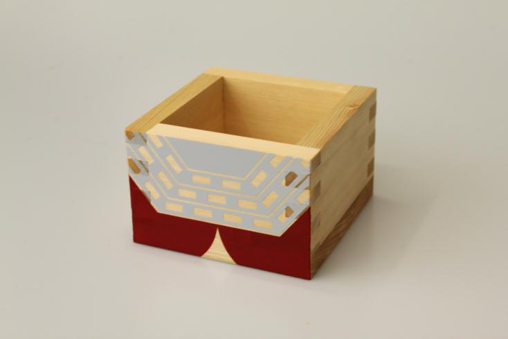 ニッポンの魅力を広く紹介するWEB発のプロジェクト・ウルトラJでは、ウルトラマンと岐阜県大垣市の工芸品「木枡」がコラボレーションした「ウルトラマス」を販売。その他スカジャンもあり、お土産やプレゼントに最適。ウルトラマン気分を懐かしみながら、お酒を楽しもう。5