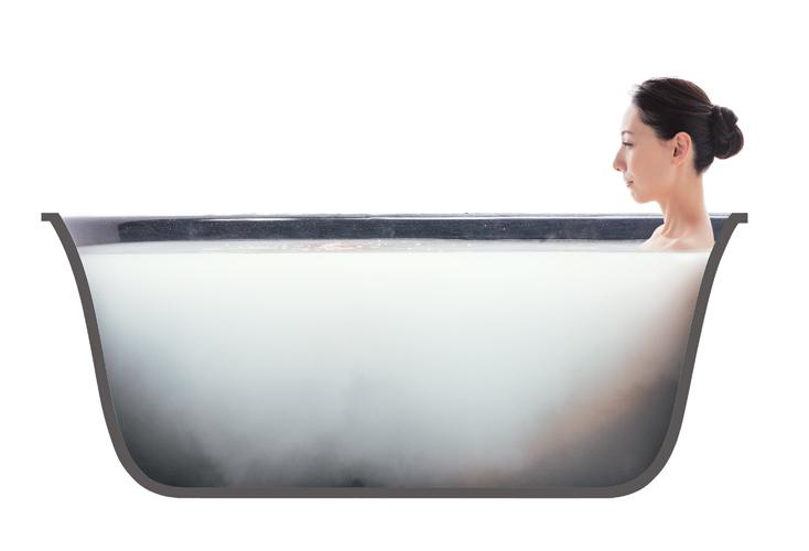 女性が「酸素美包湯」に入浴している断面図