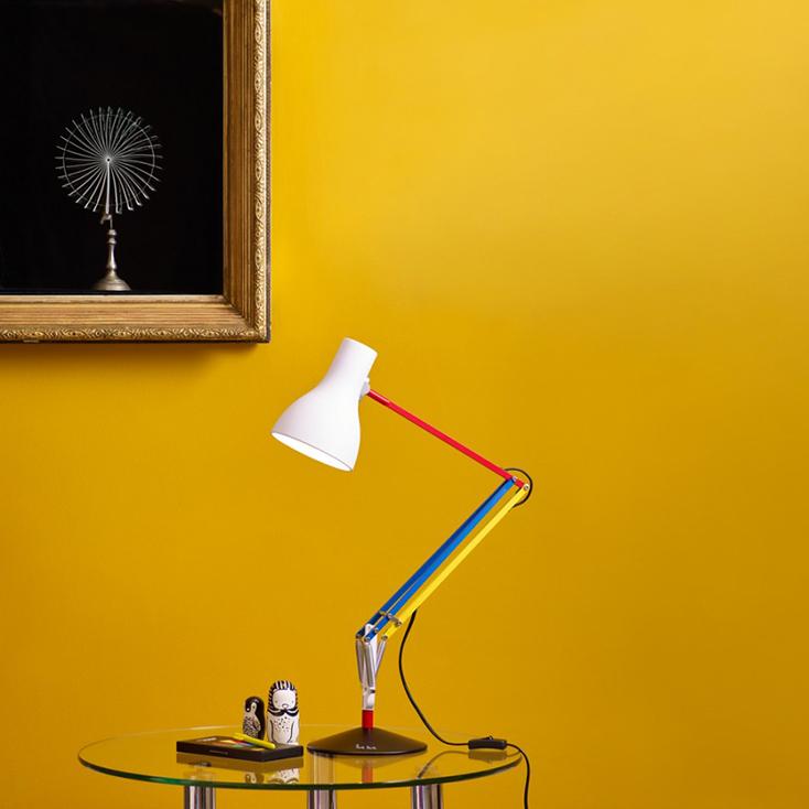 定番テーブルライト、アングルポイズのType 75とポールスミスのコラボレーションアイテムを紹介。アングルポイズはイギリスの老舗メーカー。同じくイギリス人デザイナーのポール・スミスとのコラボは合わないわけがない。憧れなあのランプと日本でもとても人気があるブランドとの夢のコラボだ。