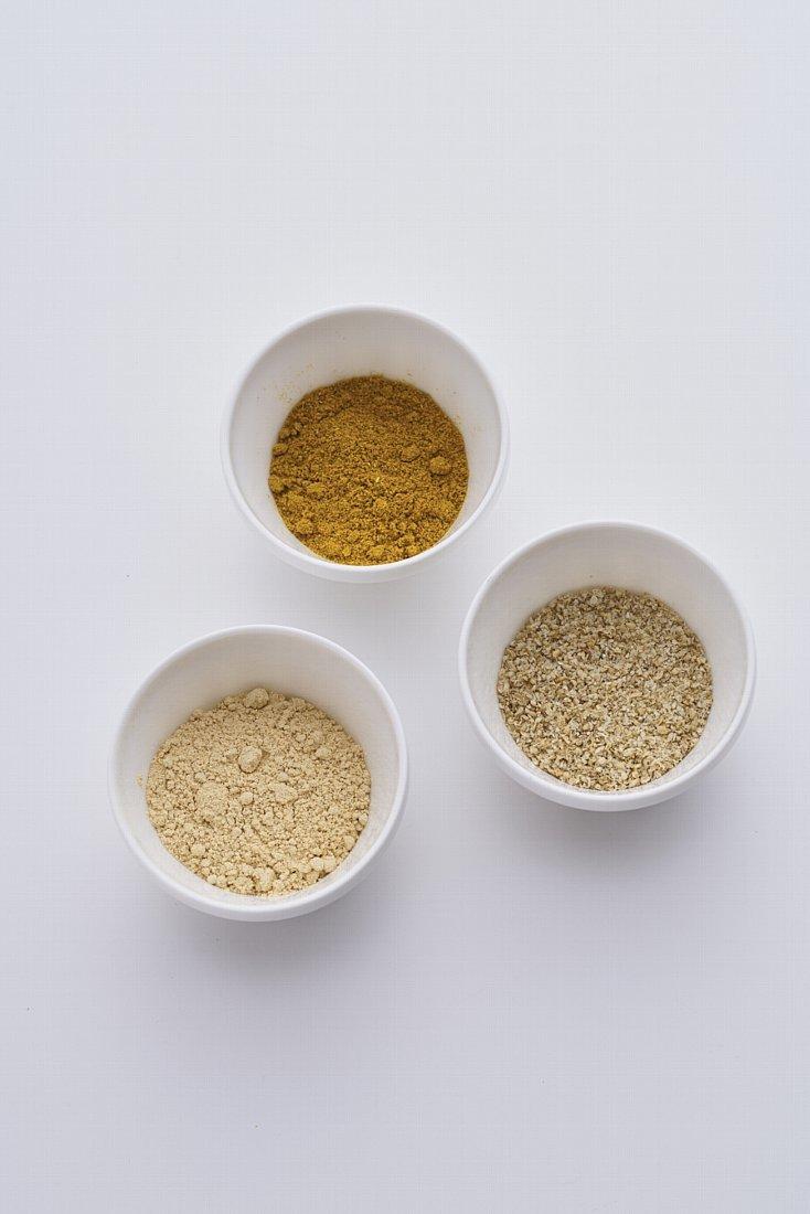 国内外120種類以上のスパイスやハーブ、塩を取りそろえるスパイス専門店・レピスエピスの佐藤麦さんに教えていただいた「粉ドレ=粉ドレッシング」のレシピ3種類を、食のメディアFOODIEから紹介。塩をベースにスパイスを調合したシンプルな材料で、サラダの素材そのものの味をグッと引き立たせてくれる。7