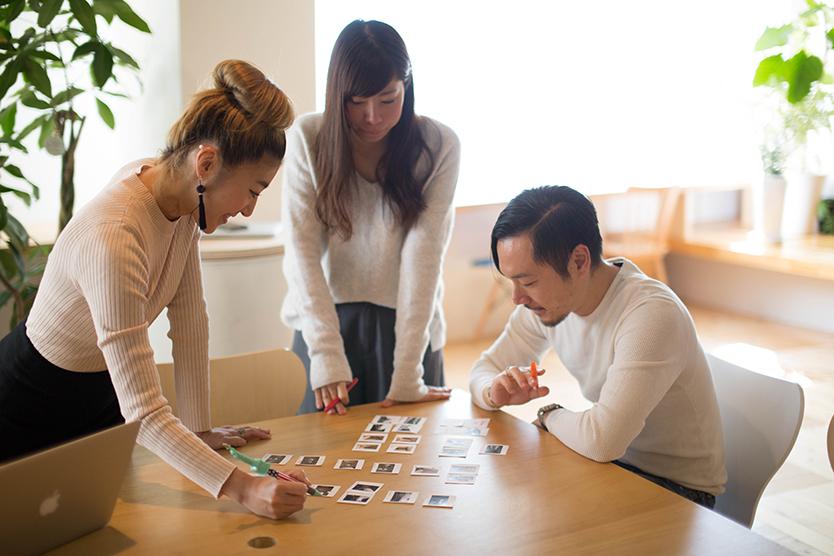 建築デザイン・テクノロジー・不動産と3つの領域を手がける、場の発明カンパニー・tsukurubaが運営する、中古住宅のオンラインマーケット・cowcamoのコンテンツチームのみなさんにインタビュー。cowcamoが提唱する、人生に沿って「住み替える」ライフスタイルとは?
