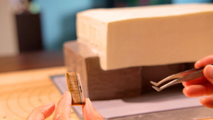 家を建ててから1年後に特別なプレゼントが贈呈されるサービス「家の誕生日」を紹介。本格的なリゾート住宅を建設する「カジャデザイン」と面白さを追求するデジタルコンテンツの企画会社である「面白法人カヤック」と「Blue Puddle」がコラボレーション。