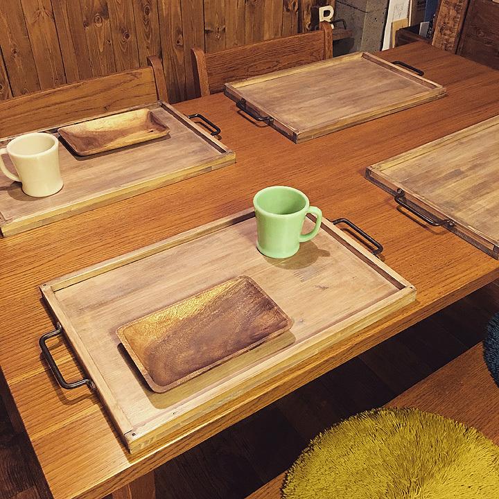 RoomClipユーザーによる、「古材風の木製トレイ」のDIYを紹介。大き目サイズのトレイは幅広いメニューに対応でき、子どもが大きくなってからも変わらず愛用できるのがイイ。5