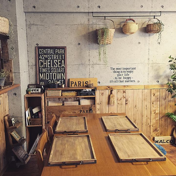 RoomClipユーザーによる、「古材風の木製トレイ」のDIYを紹介。大き目サイズのトレイは幅広いメニューに対応でき、子どもが大きくなってからも変わらず愛用できるのがイイ。4