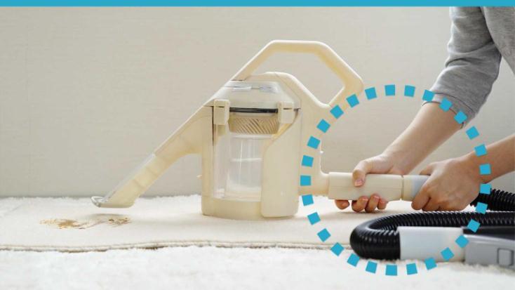 掃除機に取り付けると「水洗い掃除機」になるクリーナーヘッドswitle(スイトル)は大掃除にぴったり。家庭にあるキャニスター型の掃除機の先に取り付けると、特許技術により、掃除機の吸引力だけを使って水を噴射して吸い取る」を実現。4