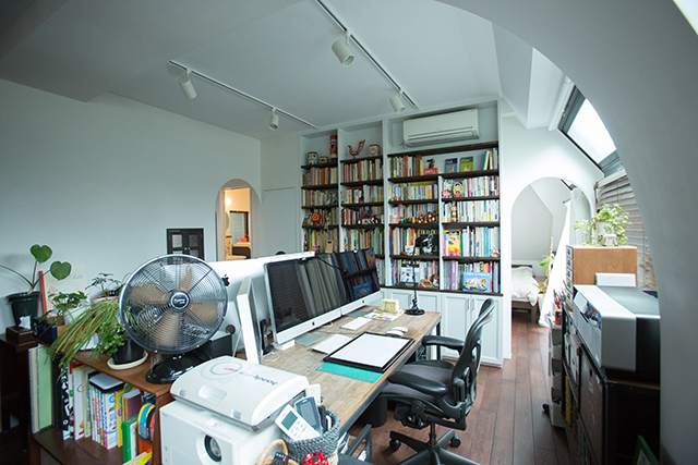 ROOMIEのお宅訪問連載「みんなの部屋」は早くもvol.50。個性的な部屋の中でベストな空間を編集部の独断と偏見で選んでみた。リビングやダイニング、趣味部屋、仕事部屋、DIY、男子部屋、ペット、植物などを取り上げる。3