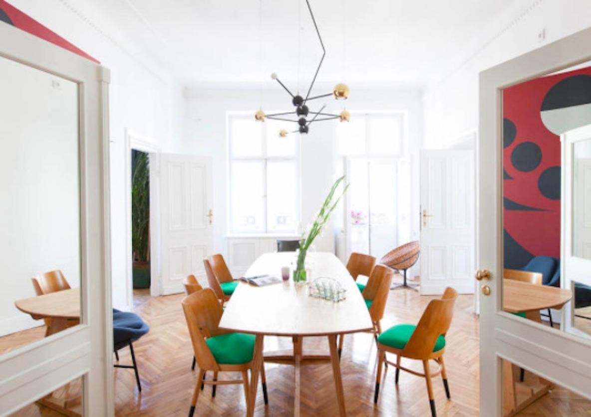 東欧ポーランド・ワルシャワのデザインホテル「autor room」。若手クリエーターたちが、築100年のホテルをリノベーションした4室のみの贅沢な空間。ポーランドのアートとデザインを意識した、こだわり抜かれた空間だ。16