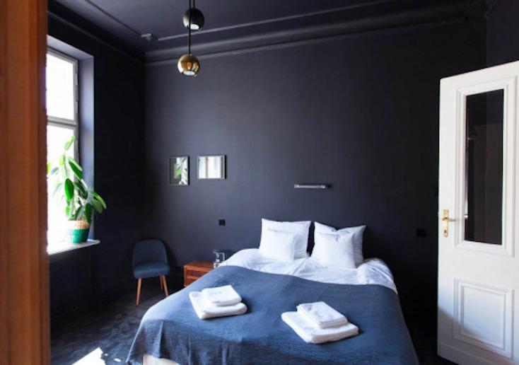 東欧ポーランド・ワルシャワのデザインホテル「autor room」。若手クリエーターたちが、築100年のホテルをリノベーションした4室のみの贅沢な空間。ポーランドのアートとデザインを意識した、こだわり抜かれた空間だ。2