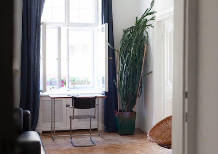 東欧ポーランド・ワルシャワのデザインホテル「autor room」。若手クリエーターたちが、築100年のホテルをリノベーションした4室のみの贅沢な空間。ポーランドのアートとデザインを意識した、こだわり抜かれた空間だ。3