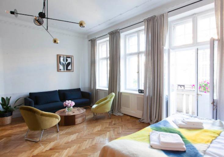東欧ポーランド・ワルシャワのデザインホテル「autor room」。若手クリエーターたちが、築100年のホテルをリノベーションした4室のみの贅沢な空間。ポーランドのアートとデザインを意識した、こだわり抜かれた空間だ。6