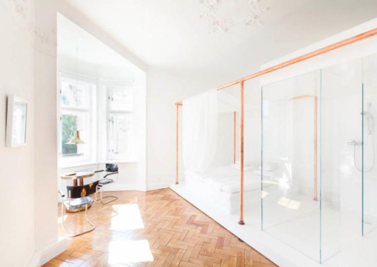 東欧ポーランド・ワルシャワのデザインホテル「autor room」。若手クリエーターたちが、築100年のホテルをリノベーションした4室のみの贅沢な空間。ポーランドのアートとデザインを意識した、こだわり抜かれた空間だ。9