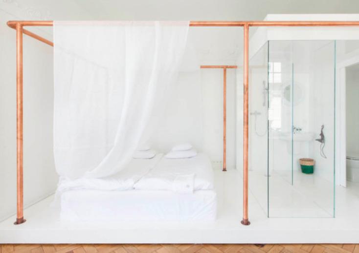 東欧ポーランド・ワルシャワのデザインホテル「autor room」。若手クリエーターたちが、築100年のホテルをリノベーションした4室のみの贅沢な空間。ポーランドのアートとデザインを意識した、こだわり抜かれた空間だ。10