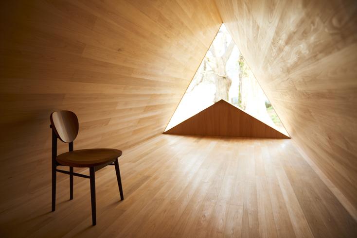 2016年8月に開催された「HOUSE VISION」に登場した「吉野杉の家」の紹介。吉野杉をふんだんに使った、伝統を感じるコミュニティハウス、ホテルであり、Airbnbと世界的建築家/長谷川豪氏の協働で生まれた宿泊施設が、12月6日、奈良県吉野郡吉野町についにオープンした。8