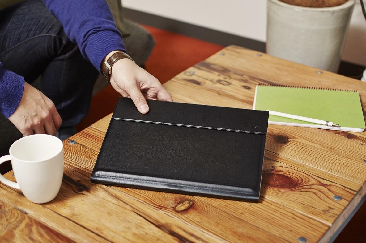 ビジネスシーンはもちろん、プライベートにも必須アイテムとなっているノートパソコン。パフォーマンスはもちろん大切だが、デザインが気にいるものじゃなきゃ気分が上がらない。HUAWEI MateBookの優れたポータビリティとデザイン&機能性を紹介。