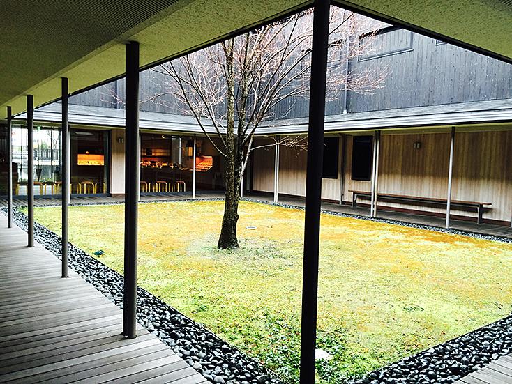 建築家・中村好文(なかむらよしふみ)氏は建築界の巨匠・吉村順三氏の下で家具デザインの助手をつとめた。レミングハウスを設立して以降、住宅設計や住宅家具のデザインを手がけている。3人の家具職人との製作をめぐる展覧会が、竹中工務店が運営支援するGALLERY A4(ギャラリーエークワッド)で開催の伊丹十三記念館。