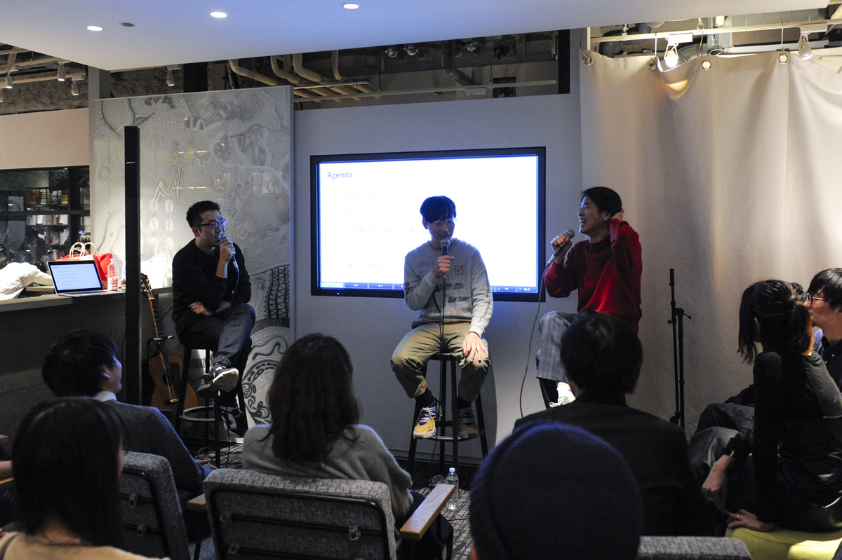 新生ROOMIEのメディアコンセプト「好奇心と暮らす」をテーマに、中目黒 蔦屋書店さんで開催した『東京のボーイズ・ライフ』の様子をレポート。イラストレーター、映像作家のオオクボリュウ氏、Yogee New Waves ボーカルギターの角舘健悟氏をゲストとして迎えた当イベントは、熱く、そしてユーモアたっぷりの最高な時間であった。