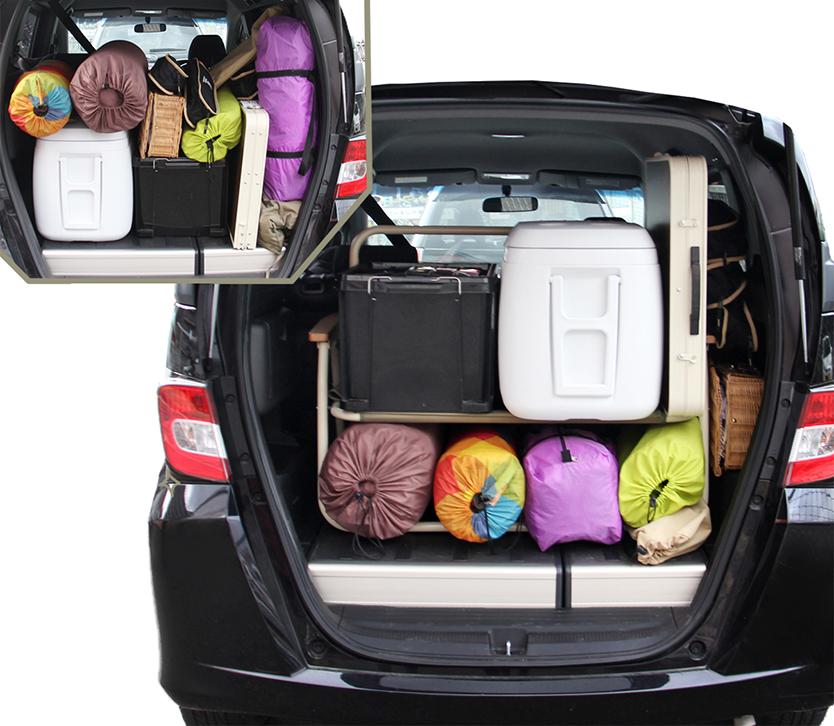 キャンプの準備欲を掻き立てるグッズが、ビーズ株式会社のアウトドア用品ブランド「DOPPELGANGER OUTDOOR(R)(ドッペルギャンガーアウトドア)」より発売。車内でキャンプ用品を整理するための棚になるように設計された、チェア「グッドラックソファ」とテーブル「グッドラックテーブル」で、グランピングも楽しめる。9