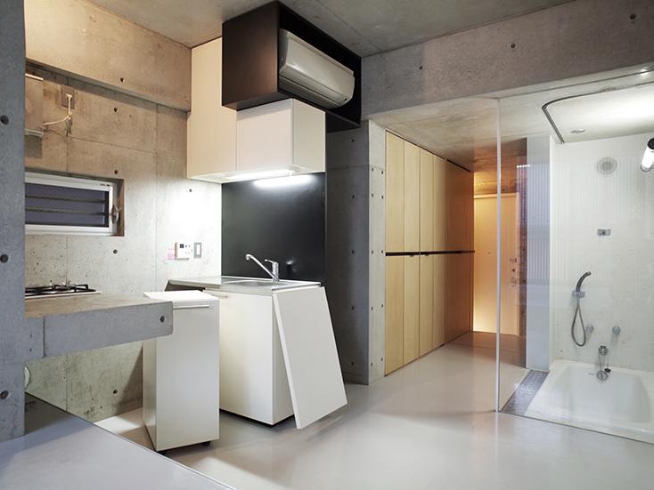 """不動産の企画やコンサルティングを手掛けるタカギプランニングオフィスが管理している、東京都品川区の「Scaletta」は、段差によって空間にリズムをつけ、""""引き出し""""や""""折りたたみ""""といった省スペースのテクニックを取り入れた賃貸マンション。細長いスペースを広く感じさせる工夫を施しているのが特徴。_6"""