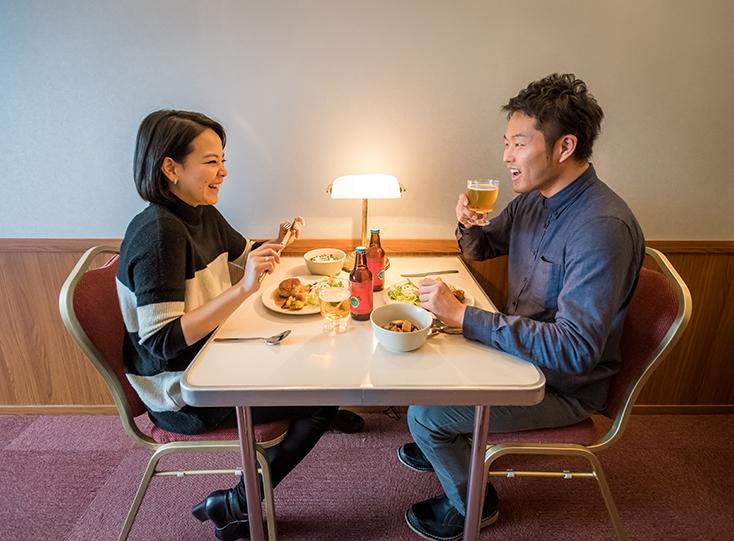 電車好きにはたまらない面白くておしゃれなホステルが、東京都中央区日本橋馬喰町にオープン。「トレインホステル北斗星」は運行廃止となった寝台特別急行列車「寝台列車 北斗星」をコンセプトに生まれた。JR東日本都市開発と東日本旅客鉄道の協働によってシートや備品をほとんど詰め込んだ。11