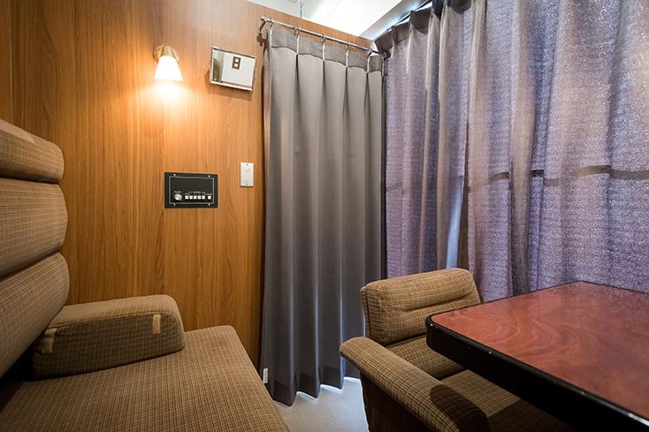 電車好きにはたまらない面白くておしゃれなホステルが、東京都中央区日本橋馬喰町にオープン。「トレインホステル北斗星」は運行廃止となった寝台特別急行列車「寝台列車 北斗星」をコンセプトに生まれた。JR東日本都市開発と東日本旅客鉄道の協働によってシートや備品をほとんど詰め込んだ。4