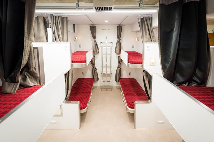 電車好きにはたまらない面白くておしゃれなホステルが、東京都中央区日本橋馬喰町にオープン。「トレインホステル北斗星」は運行廃止となった寝台特別急行列車「寝台列車 北斗星」をコンセプトに生まれた。JR東日本都市開発と東日本旅客鉄道の協働によってシートや備品をほとんど詰め込んだ。7