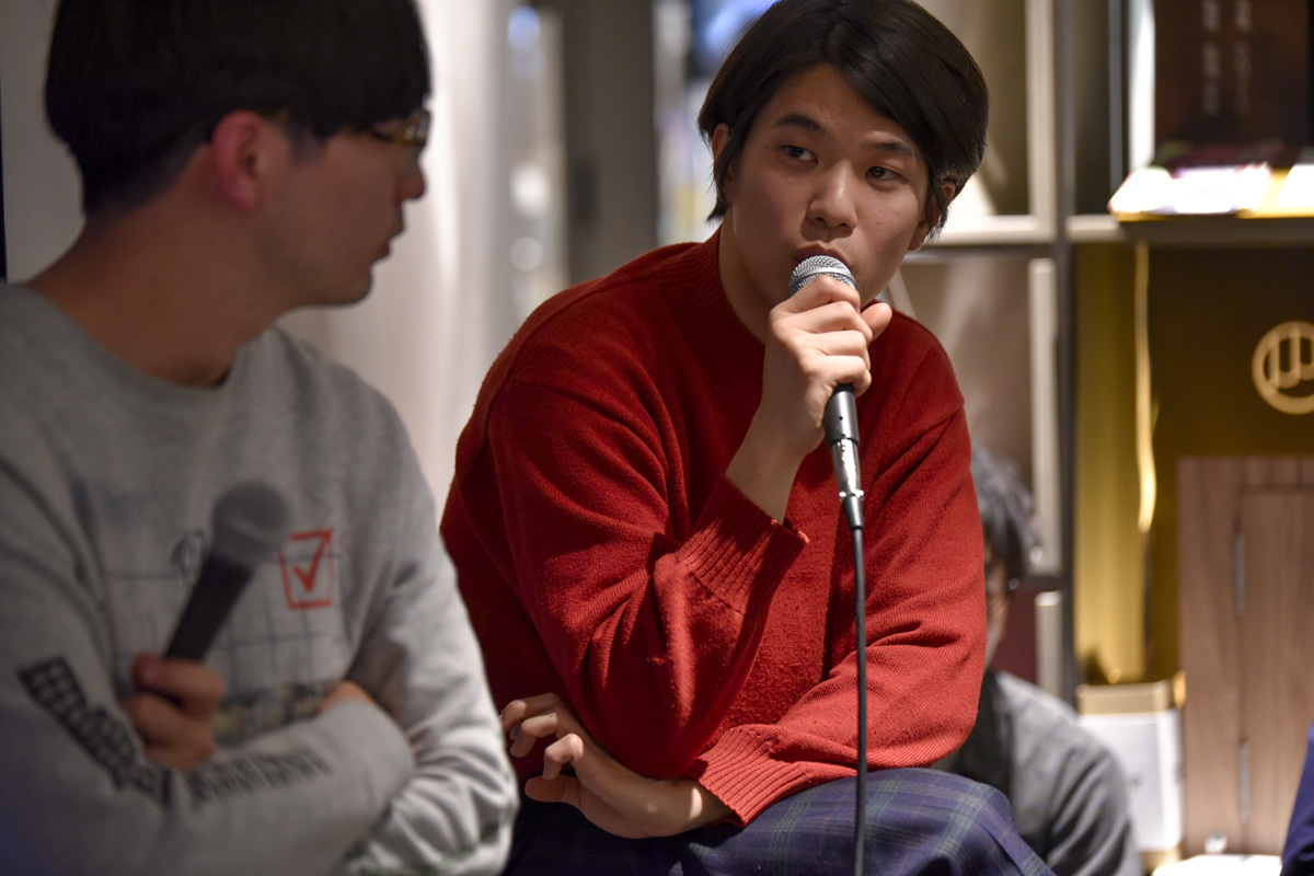 ROOMIEは『好奇心と暮らす』というキーワードを掲げ、サイトを一新。中目黒高架下の「中目黒 蔦屋書店」で、リニューアル記念トークイベントを開催した。武田俊が司会進行を務め、イラストレーターで映像作家のオオクボリュウ、Yogee New Wavesの角舘健悟がゲスト登場しトークを展開。4