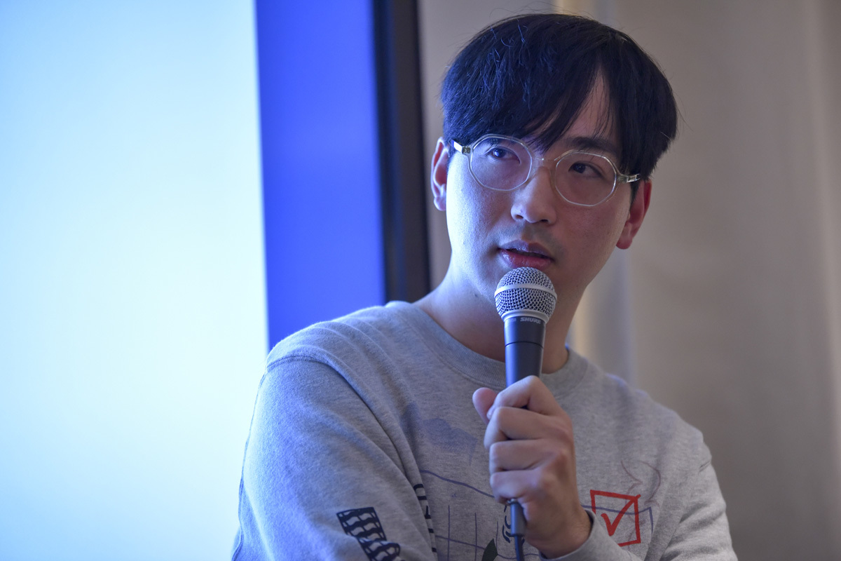 ROOMIEは『好奇心と暮らす』というキーワードを掲げ、サイトを一新。中目黒高架下の「中目黒 蔦屋書店」で、リニューアル記念トークイベントを開催した。武田俊が司会進行を務め、イラストレーターで映像作家のオオクボリュウ、Yogee New Wavesの角舘健悟がゲスト登場しトークを展開。3