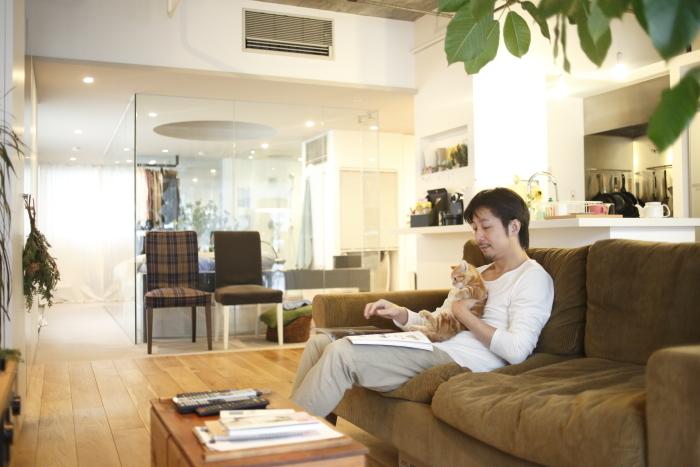 ROOMIEのお宅訪問連載「みんなの部屋」は早くもvol.50。個性的な部屋の中でベストな空間を編集部の独断と偏見で選んでみた。リビングやダイニング、趣味部屋、仕事部屋、DIY、男子部屋、ペット、植物などを取り上げる。6
