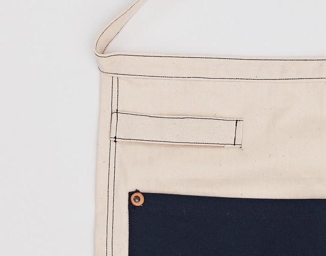 Makuakeでクラウドファンディングをした「TATEGAMI(タテガミ)」を紹介。パン屋のために作られたという「TATEGAMI bakers aplon」は、裏地部分に手の入るポケットが付いており、エプロン自体をそのまま鍋つかみとして使用できる優れモノ。