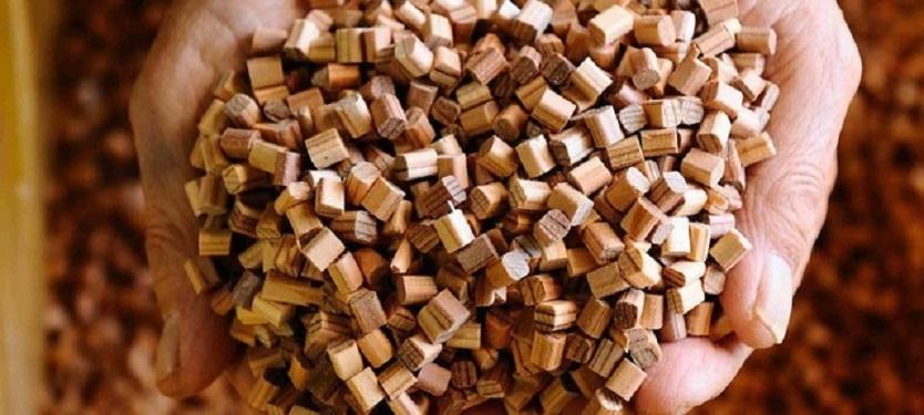 Makuakeでクラウドファンディング中の「眠り杉枕」を紹介。1個の枕を作るために、割り箸500膳を使用する商品だ。太平洋・島サミット晩餐会でも採用されたという最高級割り箸メーカーの「磐城高箸」が、愛知県の老舗家具メーカー・遠山産業と3年かけて共同開発。