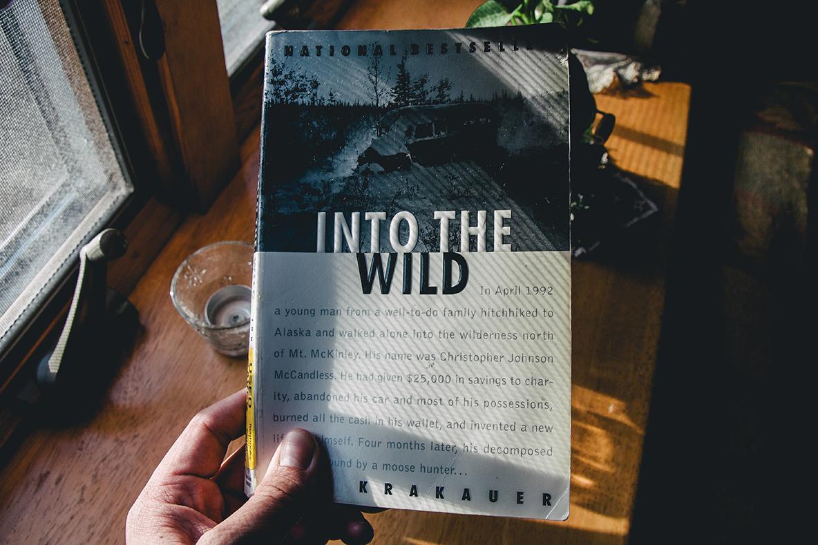 アメリカに旅行した際にふらっと立ち寄った本屋の、セカンドハンドコーナーに埋もれていた1冊。映画は大好きだが原書を読んだことはなかったので、「これは旅のお供にピッタリだ!」と思い、10USドルで購入。アンテロープキャニオンに向かう旅路の高揚感を、何倍にも膨らませてくれた。ご覧の通りけっこうボロいのだが、それも作品の内容と妙にマッチしていて良い感じだ。