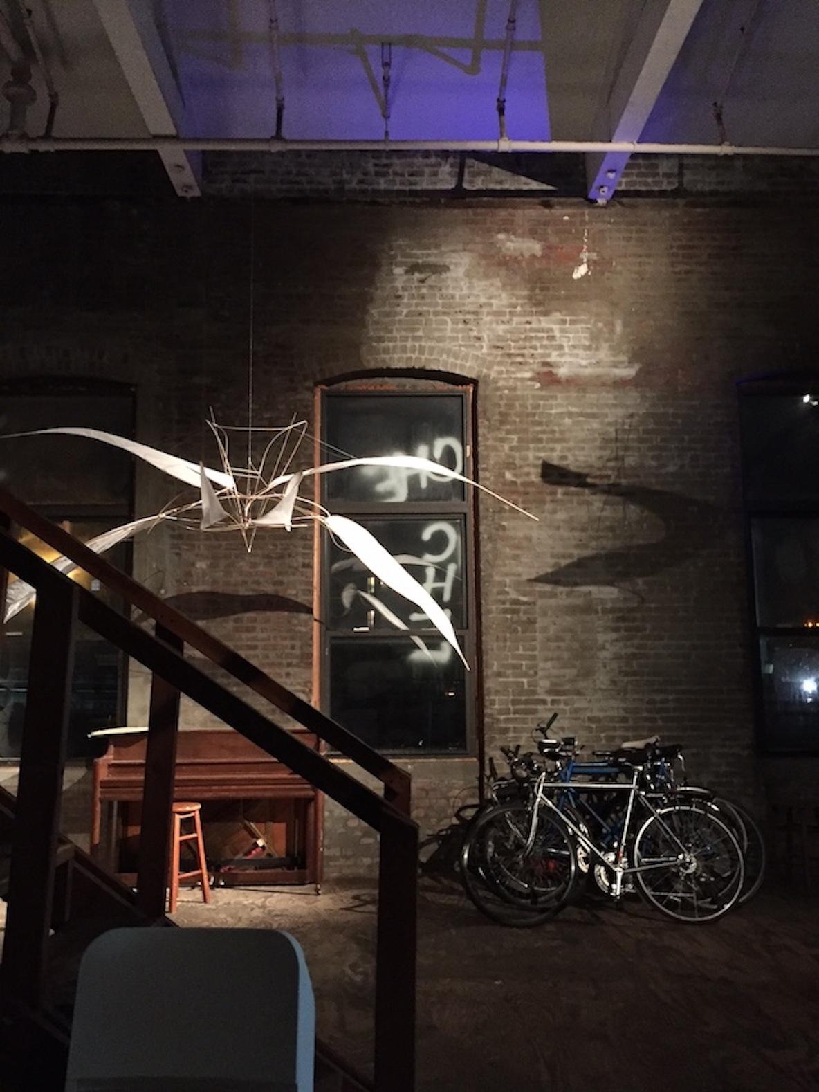11人のアーティストが暮らす、ニューヨーク・ブルックリンのアートなアトリエ空間