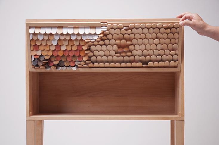 オランダ在住の韓国人デザイナー・JUNO JEONさんが、そんな空想をもとにデザインした「Alive furniture Series」のチェストがまるでドラゴンみたいだ。「八百の神」という概念が存在するように、モノを「命あるもの」として捉える文化を持つ日本では、どのように受け止められるのだろうか。4