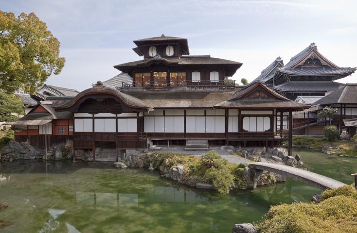 京都にて「スクール・ナーランダ」が行われる本願寺 飛雲閣。金閣、銀閣とともに京都三名閣の一つ。秀吉が建てた聚楽第(じゅらくだい)の一部ともいわれており、三層からなる楼閣(ろうかく)建築。