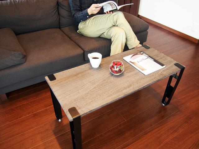 smoothie,LLCによる、簡単DIYができる「noashi」は、グリップ式のアイアン家具の脚。8種類の中からテーブルやベンチなど目的にかなった家具が作れる。引越しが多い人など、それぞれのライフスタイルに合わせて使用できるのが便利。高さ調節ボルトも付いている。3