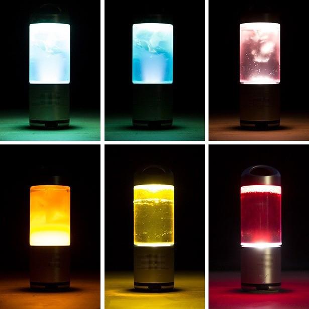 アウトドアにマストな音楽、灯り、ドリンクを1つで実現するオールインワンスピーカー「PLAYFUL BASE LANTERN SPEAKE RBOTTLE.」。1台でBluetoothスピーカー、LEDランタン、LEDライト(懐中電灯)、モバイルバッテリー(別売りオプション使用時)、ドリンクボトルになる。6