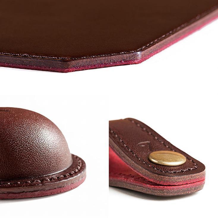 土屋鞄の手仕事が素晴らしいバレンタイン限定ギフト「Choco leathert BOX」。高級ショコラをイメージした専用ボックスを開けると、マグネット式クリップホルダー、マウスパッド、コードホルダーと、オフィスや家で大切に使いたくなる、チャーミングな革製品が収まっている。4
