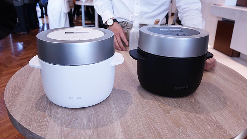 究極のトースターやコーヒーをおいしく淹れるためのケトルで話題をあつめたBALMUDA(バルミューダ)から発表された新製品は、炊飯器。至福のご飯を味わうために、開発チームが採用した新しいエネルギーの使い方とは?