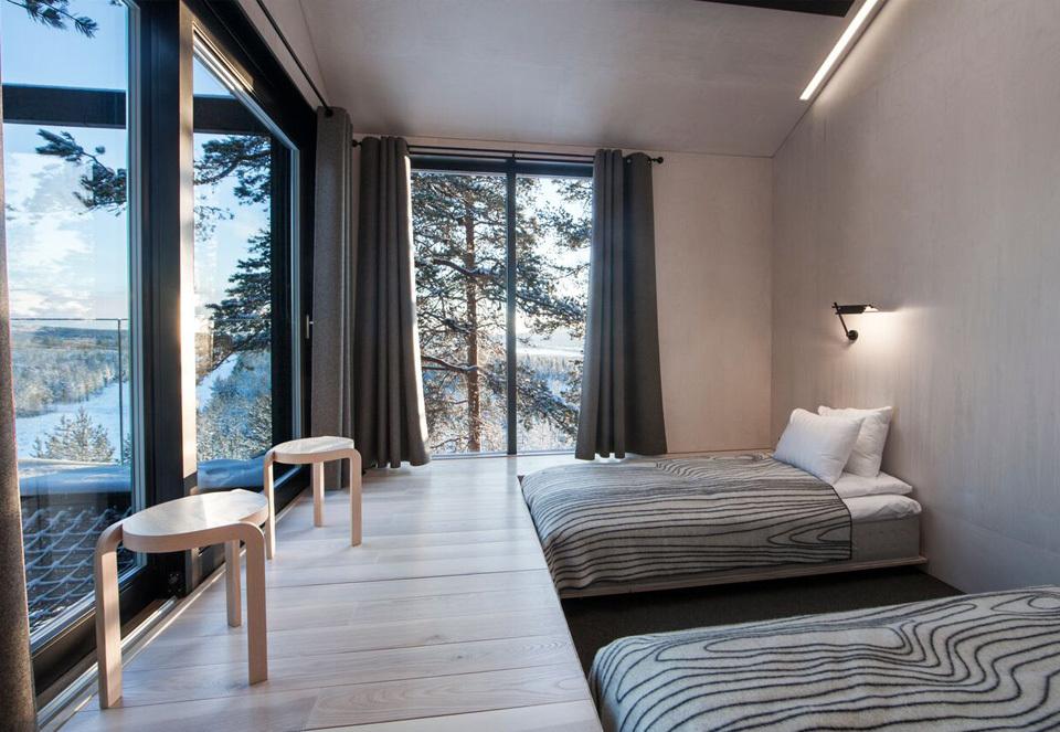 一晩中オーロラを鑑賞できる、スウェーデンの北部にあるツリーハウスホテル「The 7th room」のリビング