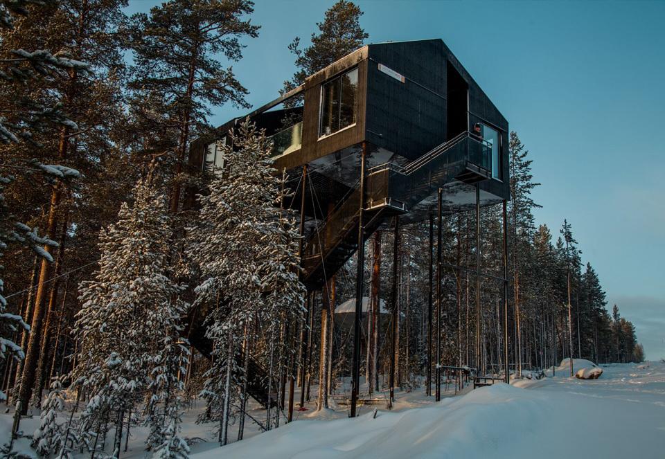 一晩中オーロラを鑑賞できる、スウェーデンの北部にあるツリーハウスホテル「The 7th room」の外観