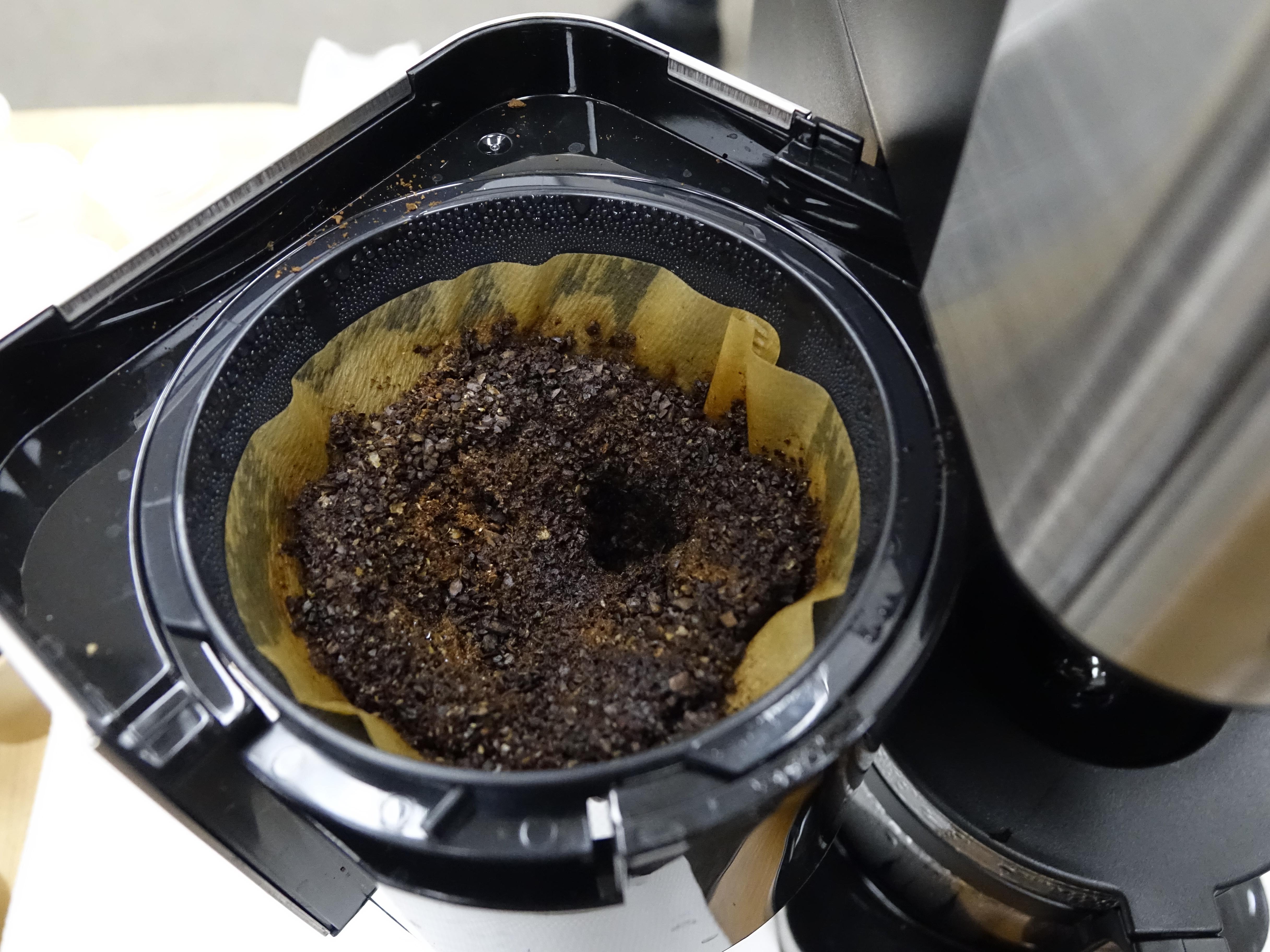 豆から挽けるコーヒーメーカーは斜めシャワー方式
