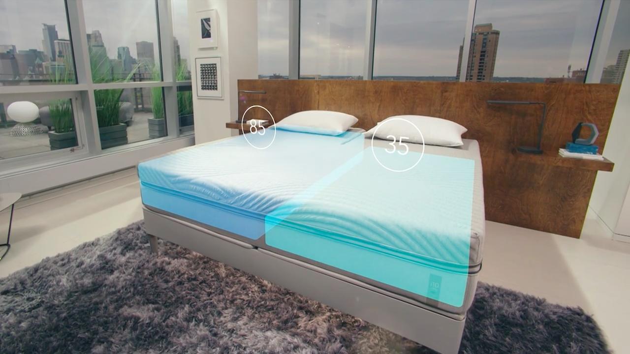 より良い睡眠を取るための完璧なサポートを提供するスマートベッド「THE SLEEP NUMBER 360™ SMART BED」の紹介。姿勢、呼吸、温度の他、睡眠の質を数値化し、あなたの体調を算出、適した運動量まで教えてくれる。-2