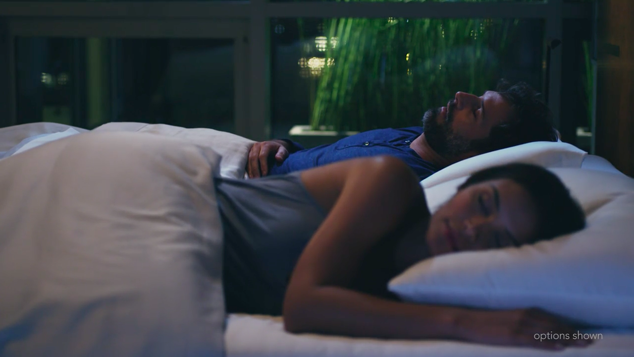 より良い睡眠を取るための完璧なサポートを提供するスマートベッド「THE SLEEP NUMBER 360™ SMART BED」の紹介。姿勢、呼吸、温度の他、睡眠の質を数値化し、あなたの体調を算出、適した運動量まで教えてくれる。-5