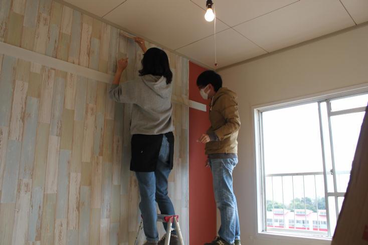 DIYで壁紙を貼る