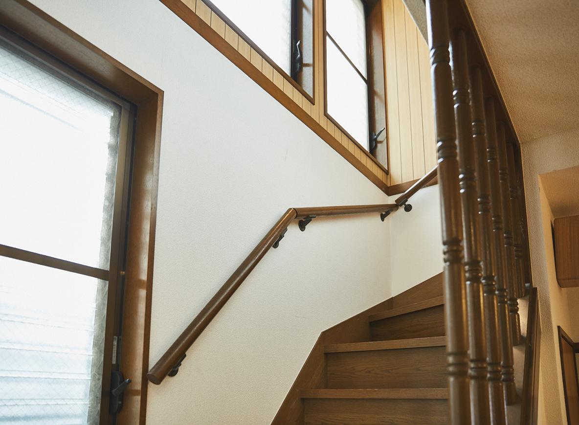 レトロな吹き抜けの階段