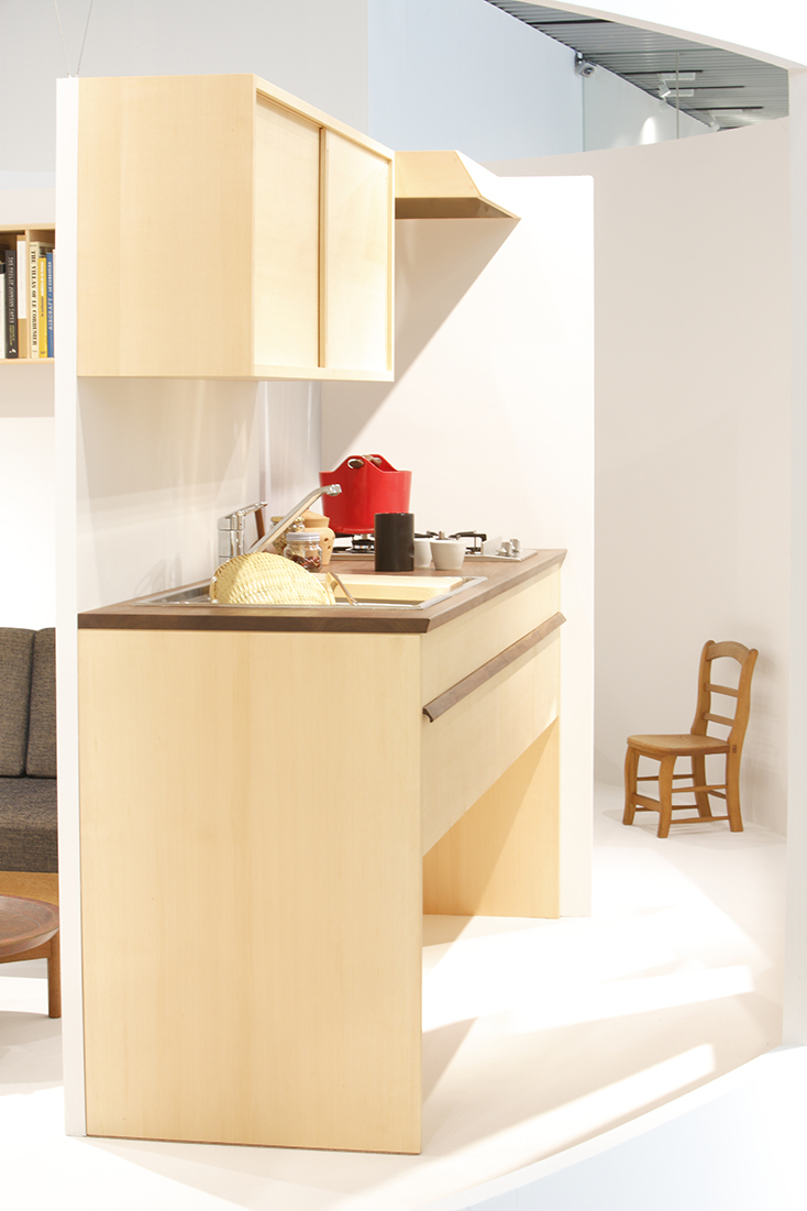 建築家・中村好文(なかむらよしふみ)氏は建築界の巨匠・吉村順三氏の下で家具デザインの助手をつとめた。レミングハウスを設立して以降、住宅設計や住宅家具のデザインを手がけている。3人の家具職人との製作をめぐる展覧会が、竹中工務店が運営支援するGALLERY A4(ギャラリーエークワッド)で開催。2