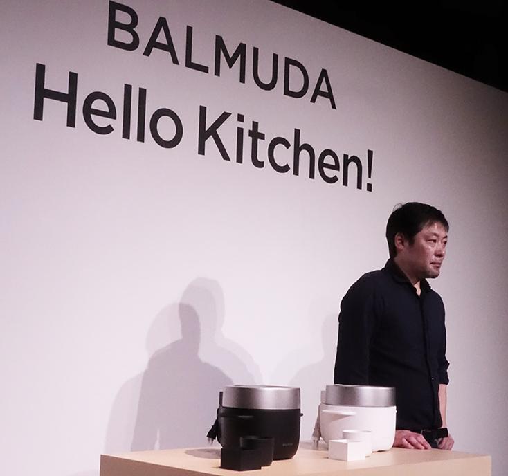 究極のトースターやコーヒーのためのケトルを開発したBALMUDA(バルミューダ)のキッチンシリーズから、新商品として、炊飯器「BALMUDA The Gohan」が登場。二重構造の釜で、蒸気で炊くごはんは、土鍋ごはんよりもおいしいのだ。1